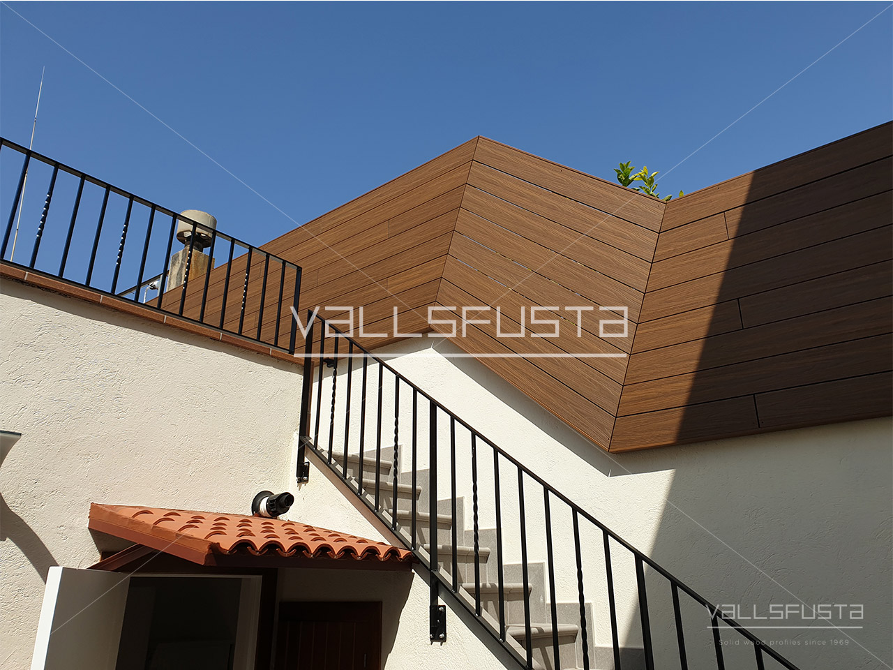 Tarima exterior Composite en valla